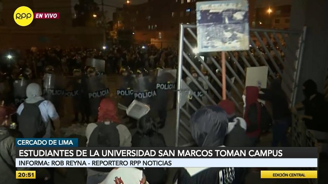 Los estudiantes protestaron por la construcción del bypass de la avenida Venezuela.