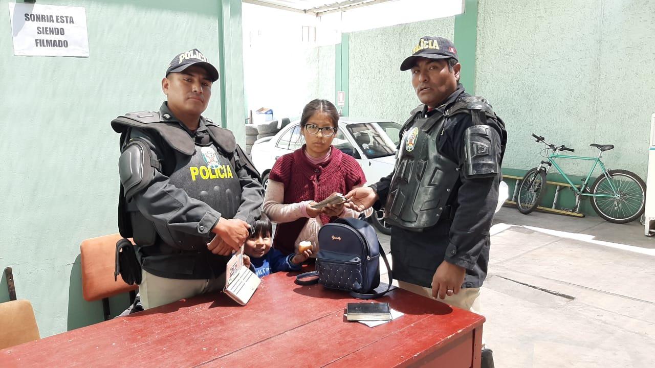 Joven madre recuperó sus 8 mil soles gracias a la acción honrada de dos policías.