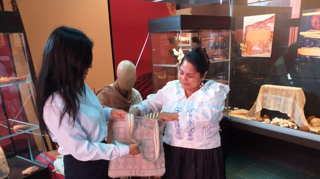 Mujeres buscan revalorar la práctica ancestral.