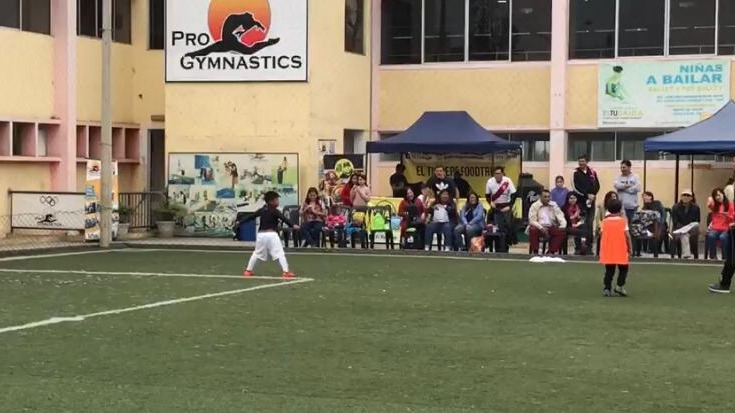 Cristobal anota y celebra un gol.