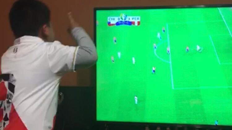 Cristobal narra un partido de Perú en la Copa América.