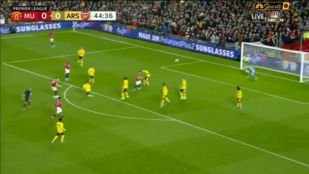 ¡Al ángulo! Con este golazo Manchester United vence 1-0 a Arsenal por la Premier League
