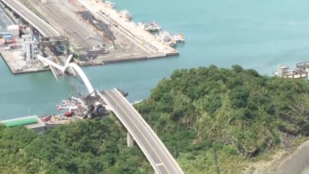 Derrumbe del puente en Taiwan.