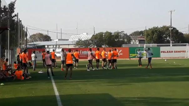 ¡Casi se van a las manos! Paolo Guerrero discutió con compañero de Inter de Porto Alegre