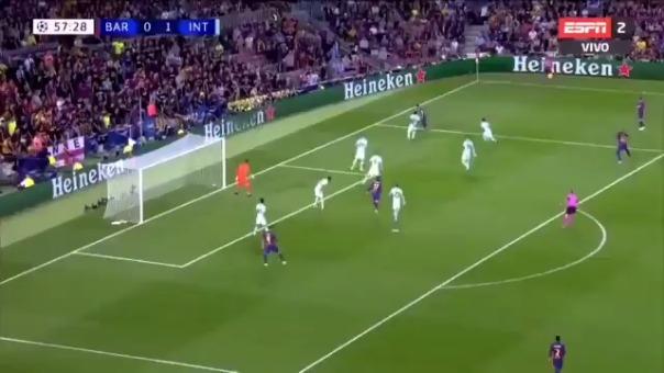 Luis Suárez abrió el marcador tras pase de Arturo Vidal.