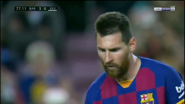 Lionel Messi anotó un golazo de tiro libre para Barcelona ante Sevilla