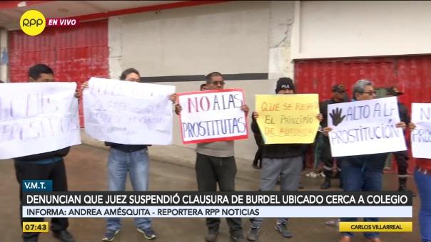 Vecinos protestan contra prostíbulo ubicado cerca a colegio.