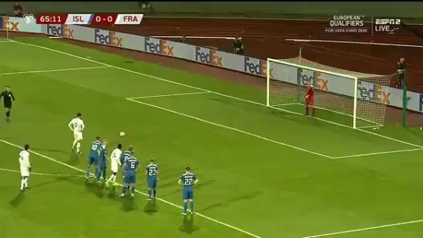 Olivier Giroud abrió el marcador a favor de Francia ante Islandia de penal