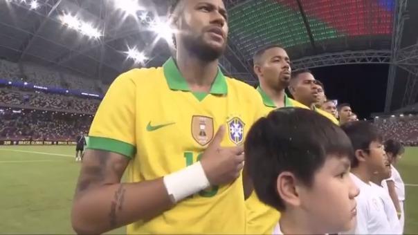 Neymar se lesionó.