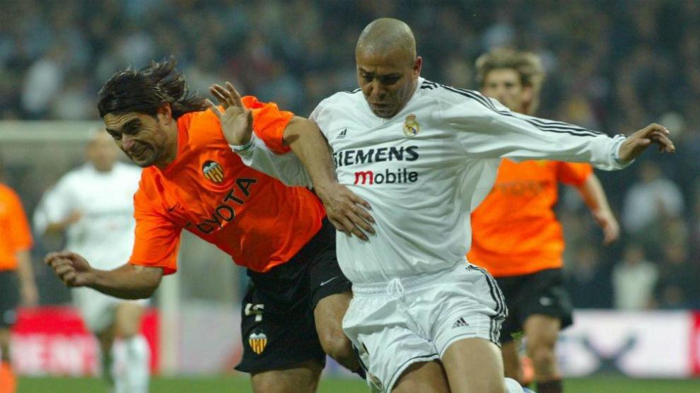 Ronaldo vs. Roberto Ayala