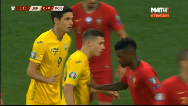 La defensa de Portugal falló y Roman Yaremchuk no perdonó.