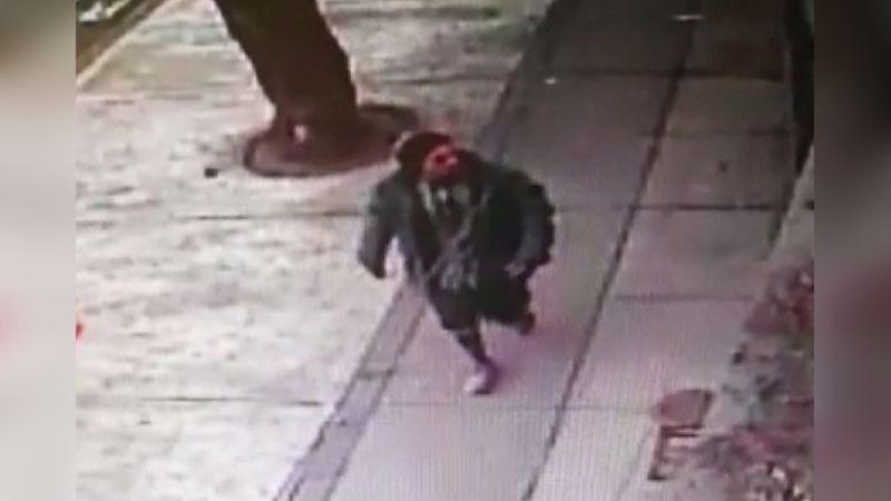 Video captó a sospechoso de agredir a joven con cuchillo
