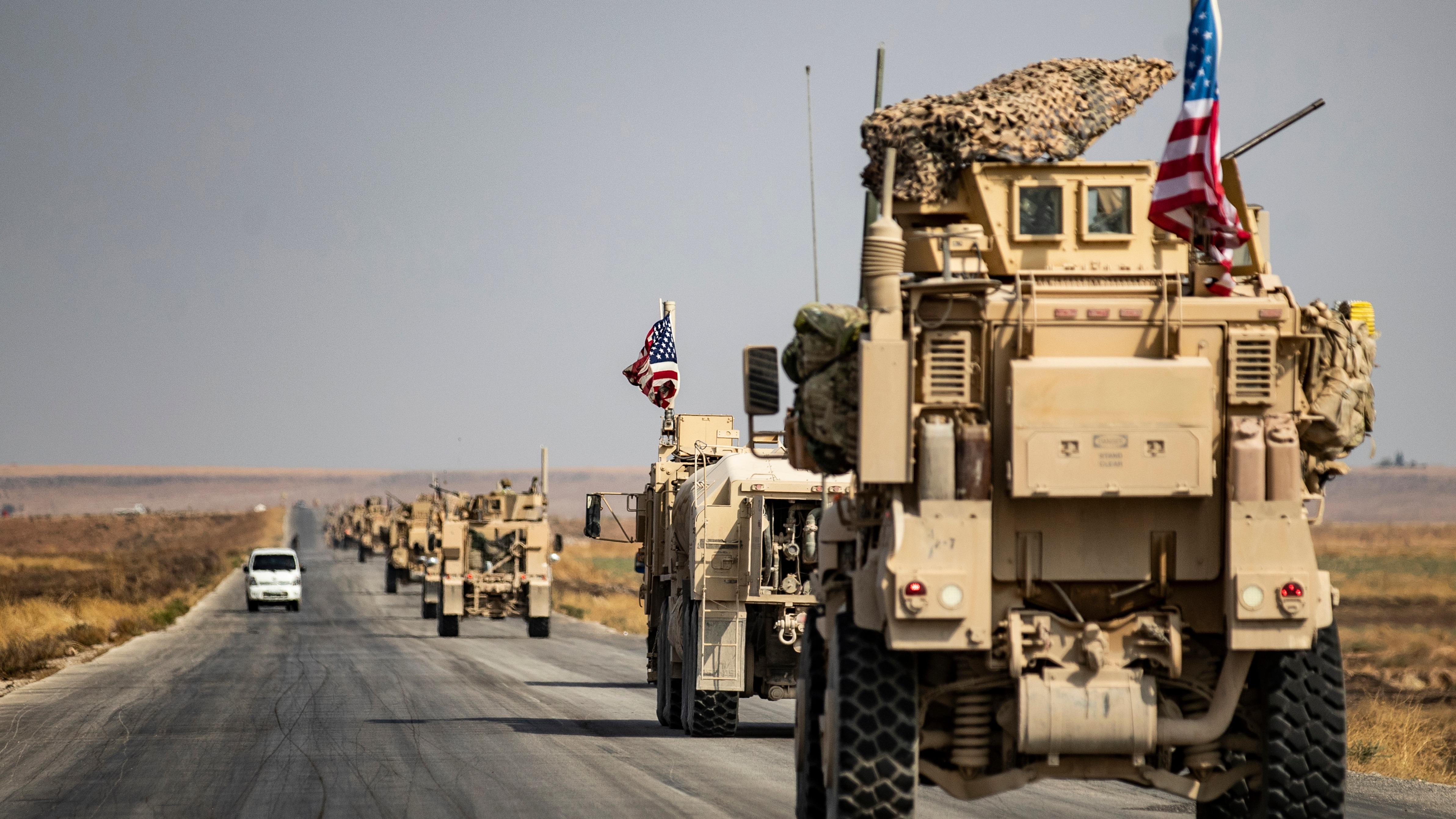 Tropas estadounidenses de la coalición internacional salieron de Siria y se dirigen a Irak para defender ese territorio y combatir al grupo terrorista Estado Islámico.