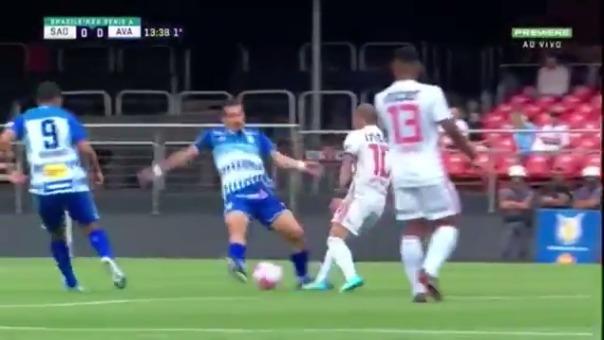 Dani Alves y su jugada en el Brasileirao.