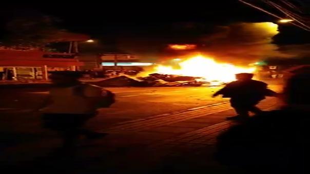 En algunas ciudades como en Osorno (sur de Chile), las personas no respetan el toque de queda y han salido a protestar durante la noche.