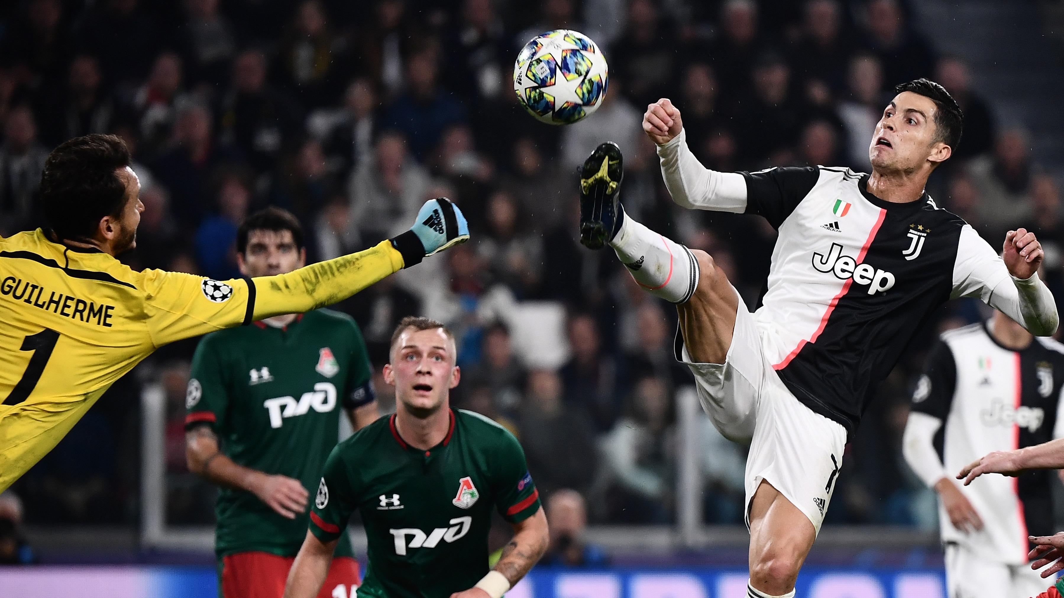 Falta de Cristiano Ronaldo anula gol de Dybala.