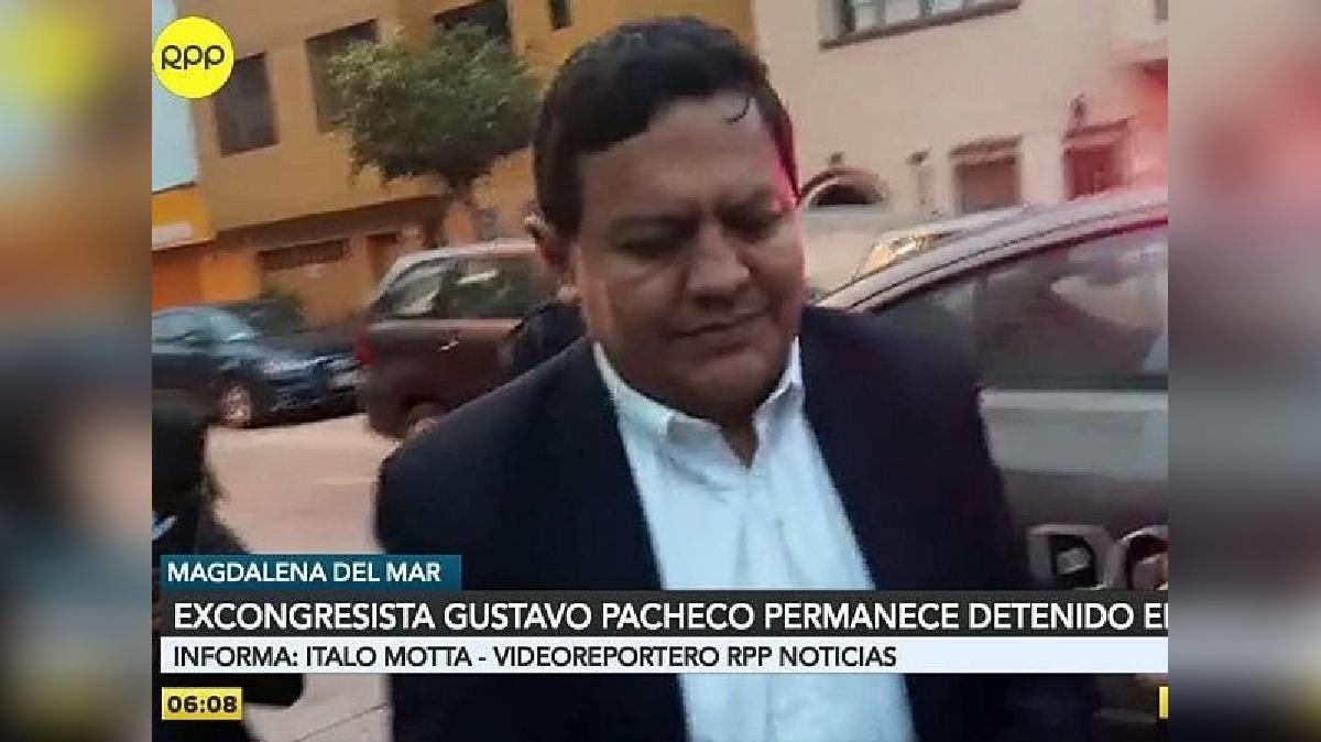 Gustavo Pacheco fue trasladado enmarrocado hasta el médico legista, tras lo cual retornó a la comisaría.