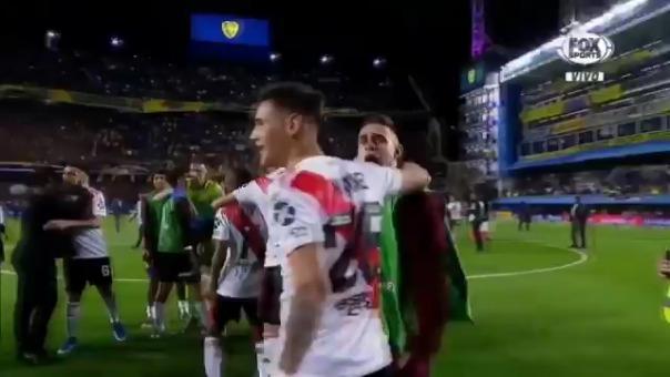 El seguridad en La Bombonera se abrazó con Matías Suárez.