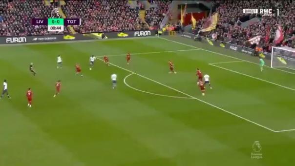 Harry Kane anotó de cabeza el 1-0 para Tottenham ante Liverpool por la Premier League