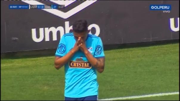 Así fue la salida del terreno de juego de Christofer Gonzales contra San Martín.