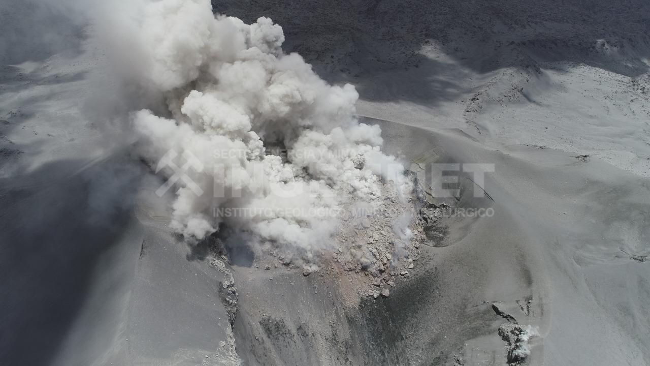 Según últimas estimaciones, el domo de lava posee aproximadamente 4.6 millones m3. Paralelamente se vienen registrando explosiones volcánicas que eyectan principalmente gases y ceniza.