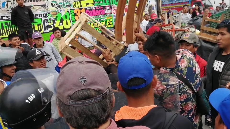 Enfrentamiento entre ambulantes y municipales