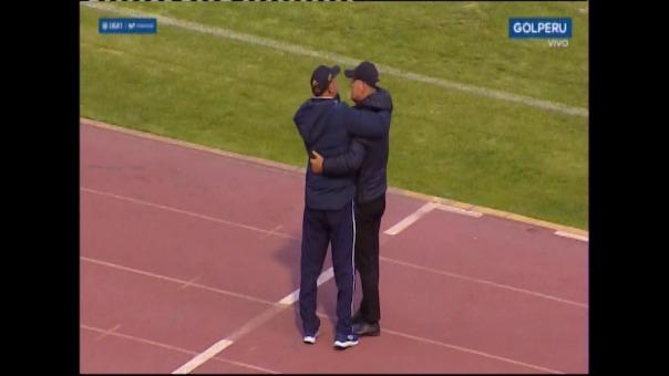 Así fue el saludo entre Roberto Mosquera y Carlos Ramacciotti.