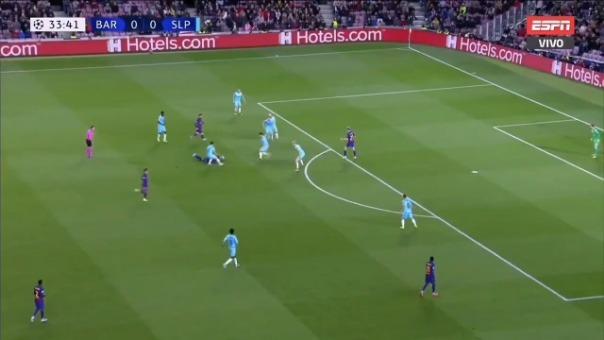 El insólito pase de cabeza de Vidal a Lionel Messi en el Barcelona vs. Slavia Praga