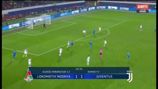 Cristiano Ronaldo casi anota el segundo gol de Juventus.