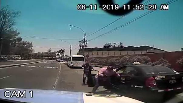 Así fue el ataque de los delincuentes al taxista frente al colegio SS.CC. Recoleta.