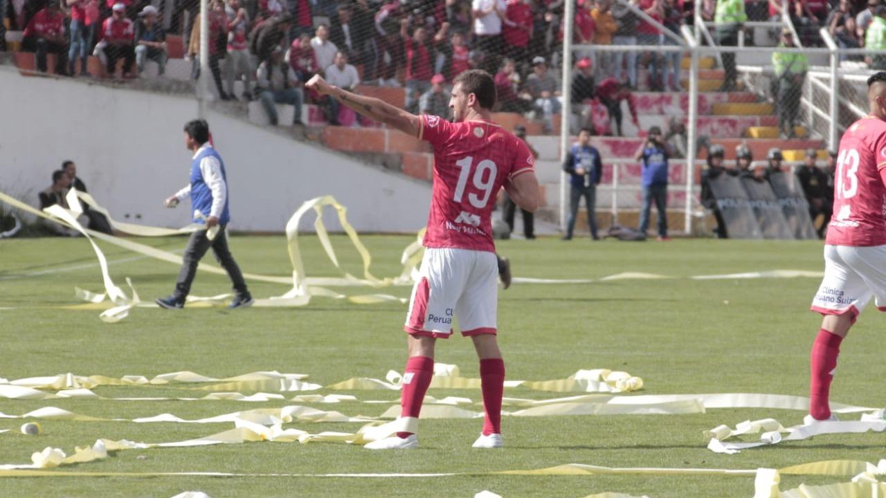 Al término del primer tiempo, Cienciano vence 3-0 a Santos FC.