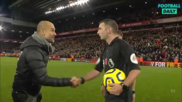 Así fue el irónico reclamo de Pep Guardiola a los árbitros.