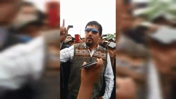 Elmer Cáceres, gobernador regional de Arequipa, protagonizó este incidente en La Joya.