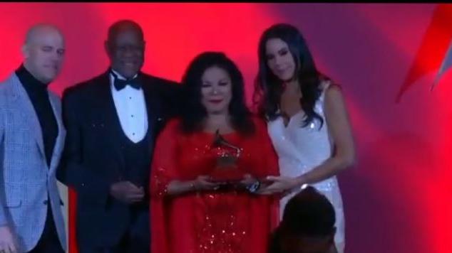 Eva Ayllón recibió el Premio a la Excelencia Musical durante ceremonia previa a los Latin Grammy 2019.