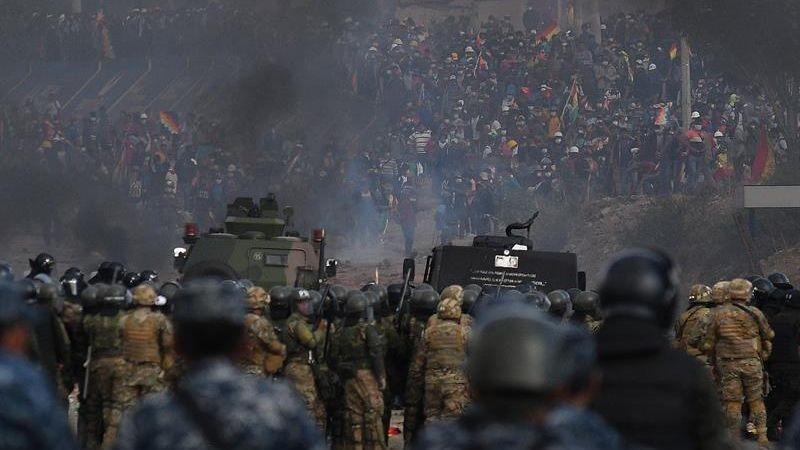 El viernes se produjeron enfrentamientos entre los grupos de seguridad con productores de coca, campesinos y sindicatos que se oponen al Gobierno transitorio.