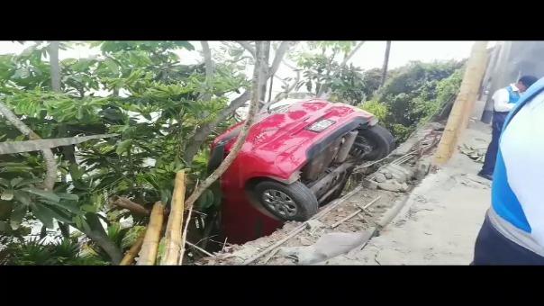 Auto se accidentó en la Costa Verde.