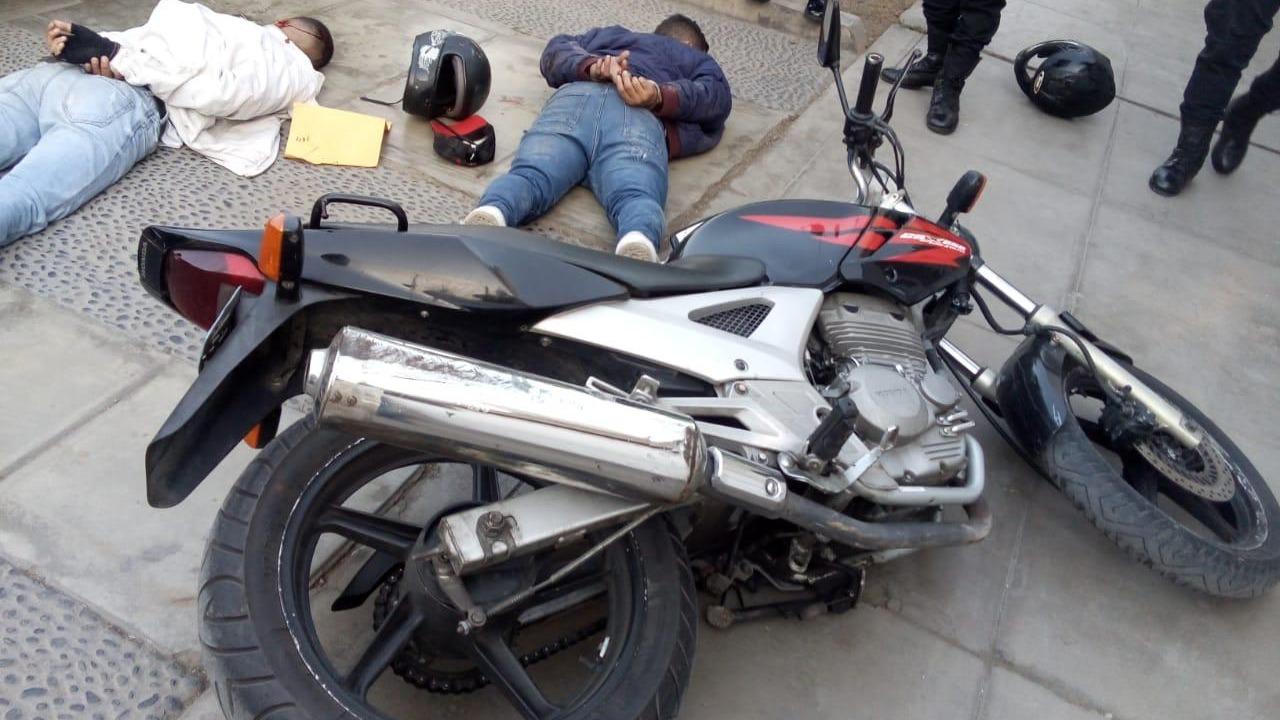 De acuerdo con la Policía estos delincuentes son sospechosos de haber cometido varios robos en la zona.