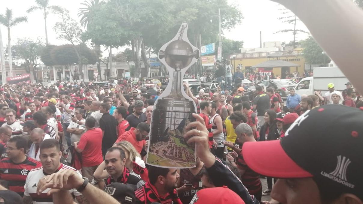 El banderazo de los hinchas de Flamengo en Barranco.