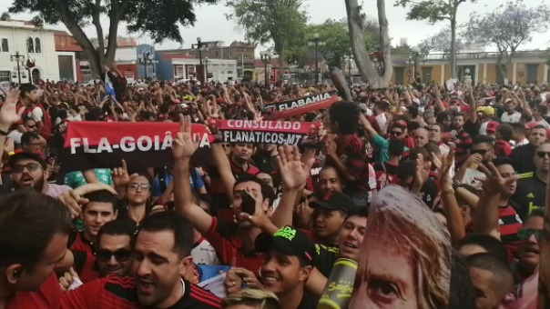 Hinchas de Flamengo palpitan la final de la Copa.