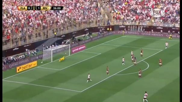 El potente remate de Exequiel Palacios que casi termina en el segundo gol de River Plate