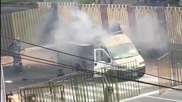 El humo del incendio se extendió hasta las inmediaciones de la San Marcos. No se ha reportado ningún herido.