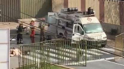Al lugar llegaron dos camiones de bomberos que redujeron el incendio afuera del