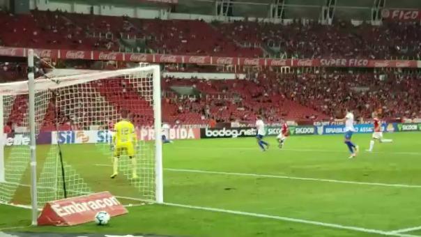 Paolo Guerrero anotó de cabeza en el Internacional vs. Fortaleza