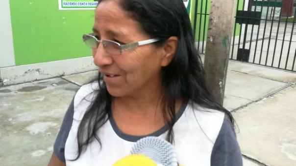 Madre de familia explica la denuncia hecha por un grupo de alumnos.