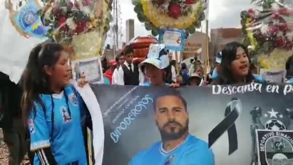 Hinchas de Binacional lamentan la muerte de Juan Pablo Vergara.
