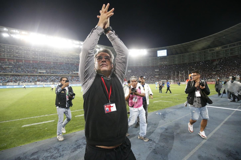 Pablo Bengoechea celebra la clasificación a la final de la Liga 1.
