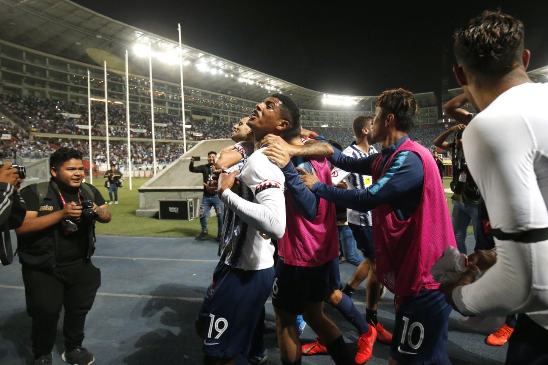 Los jugadores de Alianza Lima celebran tras clasificar a la final de la Liga 1