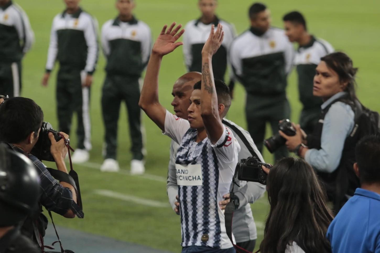 Kevin Quevedo celebra al finalizar el partido.