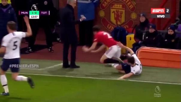 Así fue el choque entre José Mourinho y Daniel James.