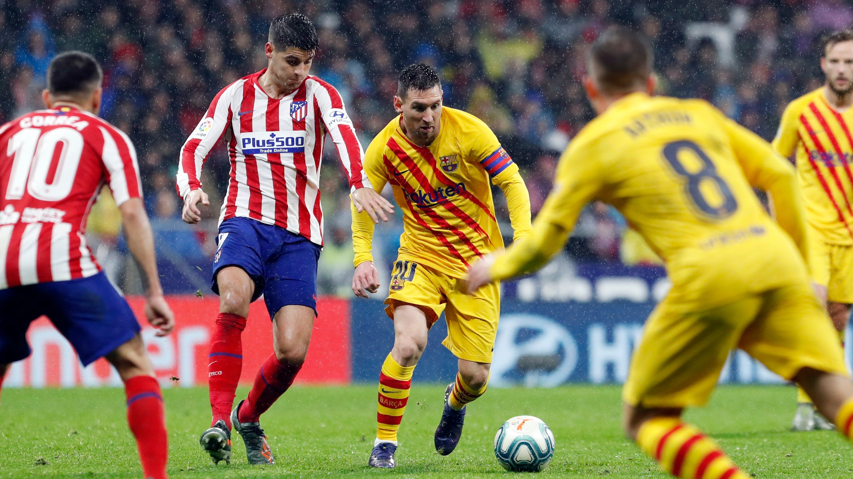 Primer gol de Messi en la práctica del Barcelona
